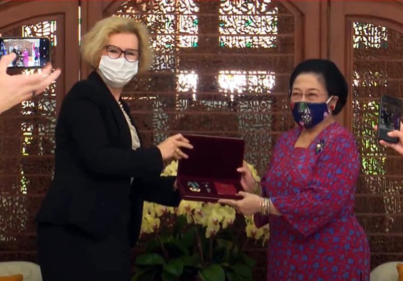 Presiden Putin Berikan Bintang Jasa Negara Untuk Persahabatan Kepada Megawati Sukarnoputri