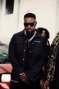 """I Thought I was A Hard Guy Until Dr. UN Awarded Me With An Empty Bottle"" – Sarkodie Reacts To Saga In New Song ""Gimme Way"" Featuring Prince Bright"