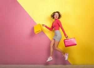 الأزياء العالمية عبر عروض اليوم الوطني الاماراتي 49