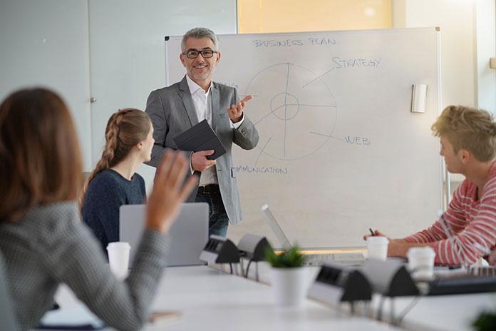 Przegląd przydatnych szkoleń i warsztatów dla nauczycieli