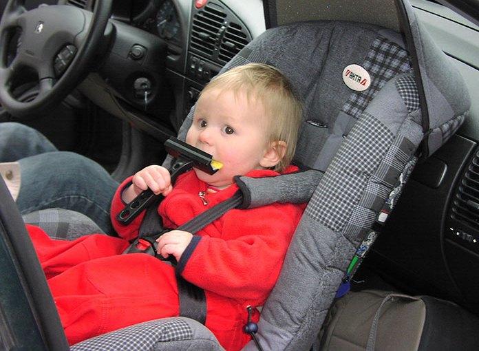 Jak należy wozić dziecko w samochodzie? Pomagamy w wyborze fotelików!