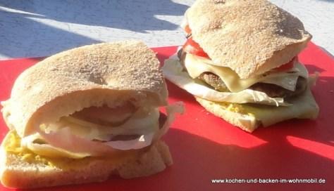 Veggie-Burger mit marokkanischem Fladenbrot