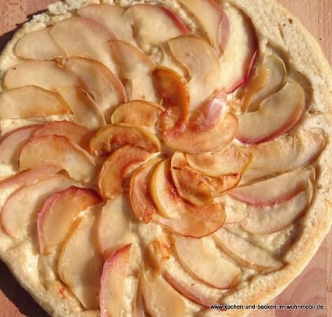 Apfel-Hefekuchen https://www.kochen-und-backen-im-wohnmobil.de