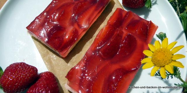 Erdbeerschnitten mit Pancake-Boden