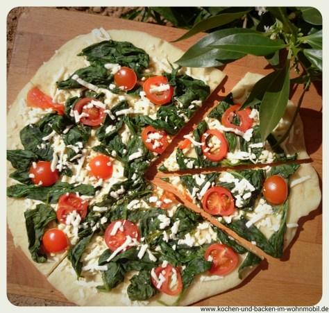 Spinatpizza www.kochen-und-backen-im-wohnmobil.de