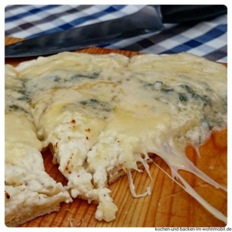 Pizza Quattro Formaggi kochen-und-backen-im-wohnmobil.de
