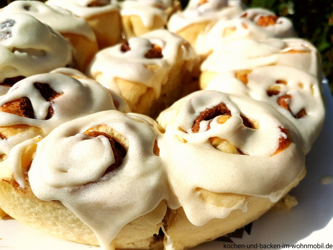 soft cinnamon rolls mit thangzong aus dem omnia backofen. Black Bedroom Furniture Sets. Home Design Ideas