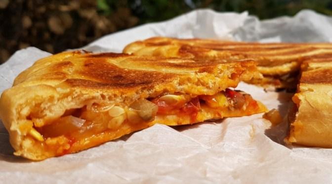 Spanische Empanada aus der Pfanne