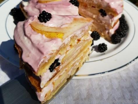 Käsetorte ohne Ofen: Waffeltorte mit Brombeeren
