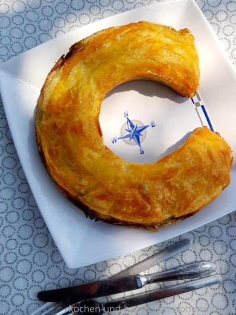 Herzhafter Krautstrudel mit deftiger Füllung aus dem Omnia Ofen