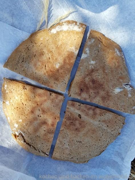 Brot backen in der Pfanne: Roggenfladenbrot, die Unterseite