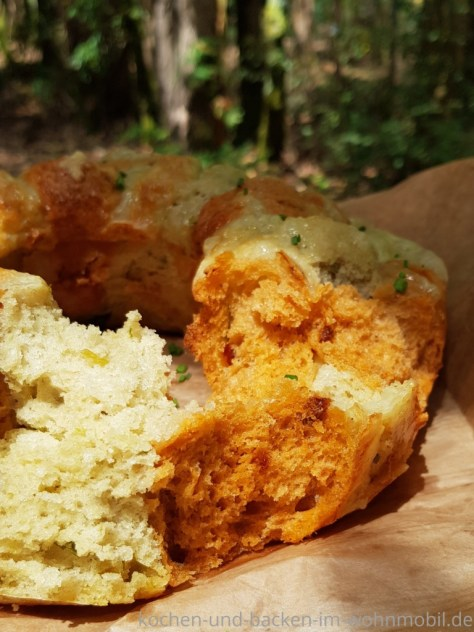 Omnia Backofen: Zupfbrot mit Pesto