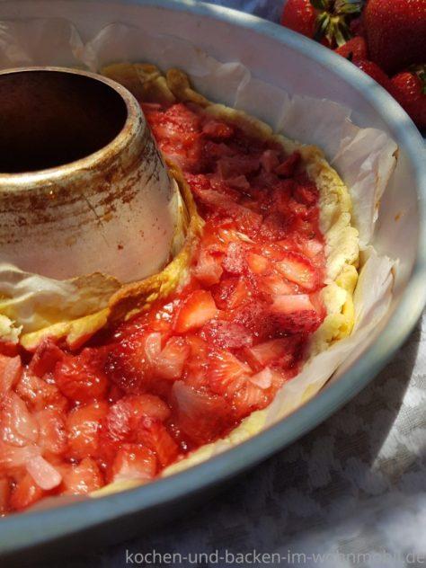 Schneller Erdbeerkuchen oder Erdbeertarte im Omnia Backofen backen