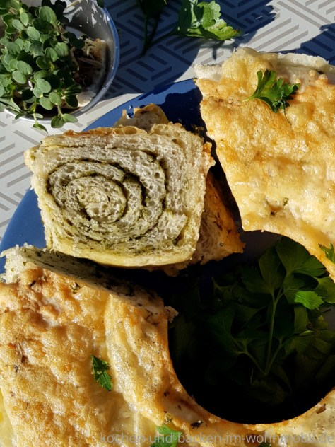 Brot backen im Omnia: Kräuterbrot mit Knoblauch und Käse