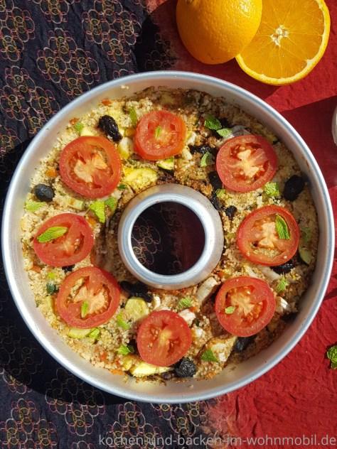 One Pot Rezept für den OMNIA: Buntes Couscousgemüse mit Minzjoghurt