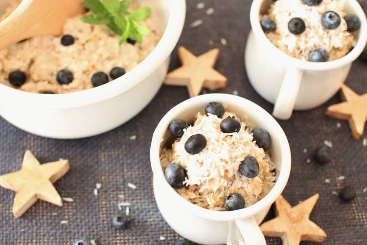 Kokos-Heidelbeer-Porridge