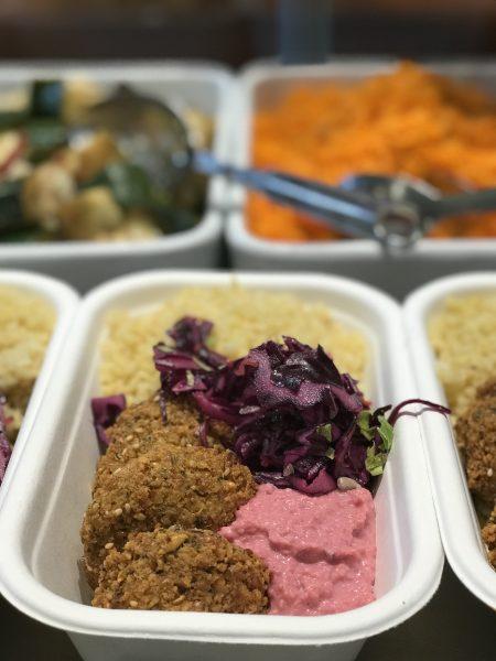 Falafel mit rotem Hummus