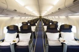 Ausgestattet mit nur 40 Passagierplätzen und einem extragroßen Sitzabstand von 1,52 m garantiert der Privatjet Exklusivität und Privatsphäre für Reisende.