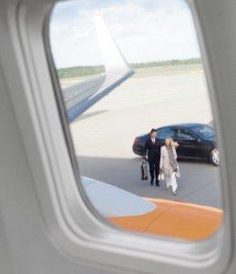 Privatjet ALBERT BALLIN, Blick aus Fenster, Ankunft mit Limousine