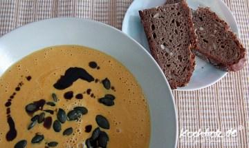 Suppe vom grünen Hokkaido-Kürbis mit Frischkäse