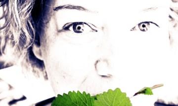 Steffi Kochtrotz mit grüner Minze