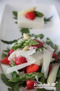 Spargel-Erdbeer-Salat_Mousse-Raeucherfisch-1