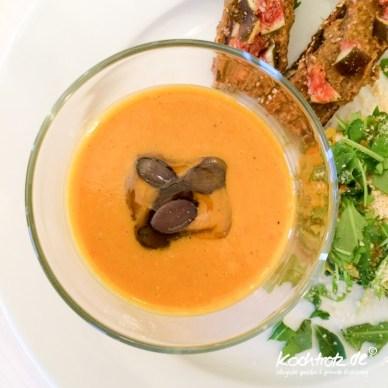 keimling-food-blog-award-2014-kochtrotz-kreationen-kürbis-suesskartoffel-mango-suppe-1