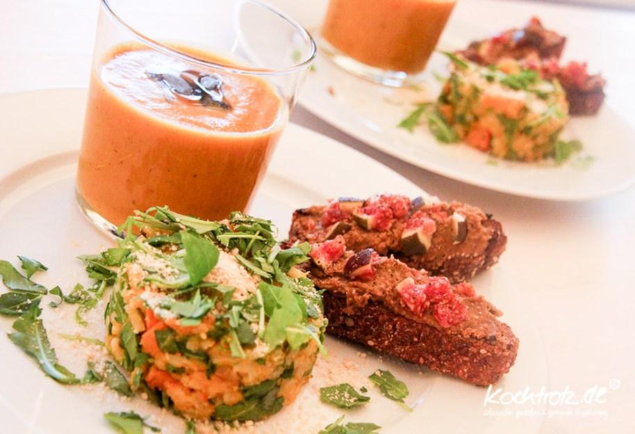 keimling-food-blog-award-2014-kochtrotz-kreationen-kuerbis-rucola-orientalische-Kuerbis-suesskartoffel-mango-suppe-1-2