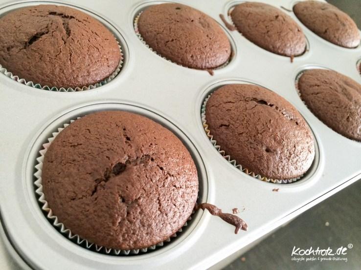 schoko-muffin-mit-erdnuss-kern-rezept-vegan-1-2