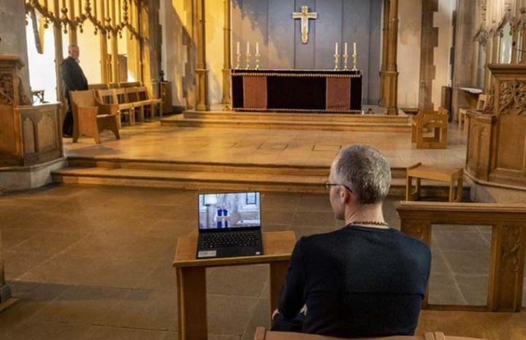 Covid: Church of England services hit by pandemic