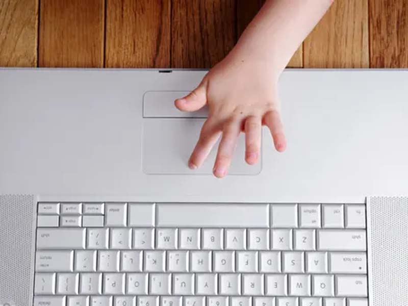 Vulnerable children most at risk from online harm, report finds