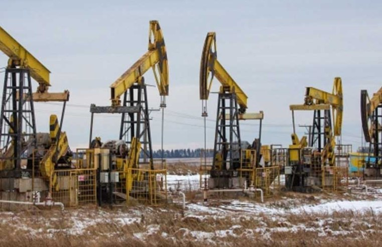 Oil prices edge down as investors weigh rising supplies, demand outlook