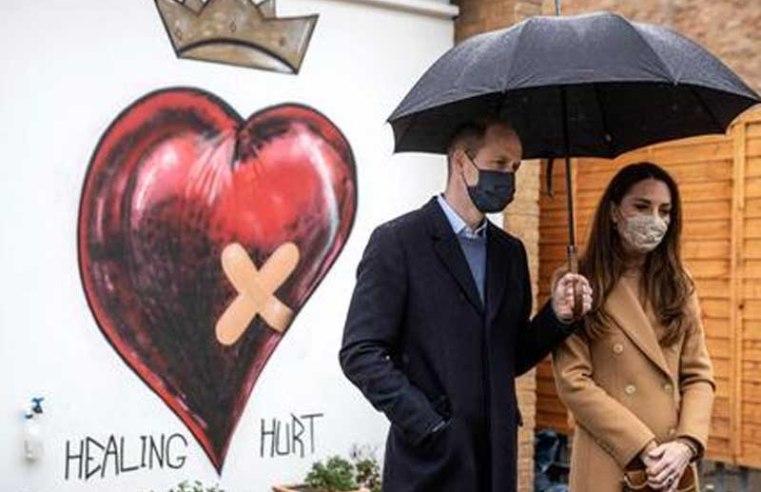 Prince William and Kate visit paramedics on the coronavirus frontline