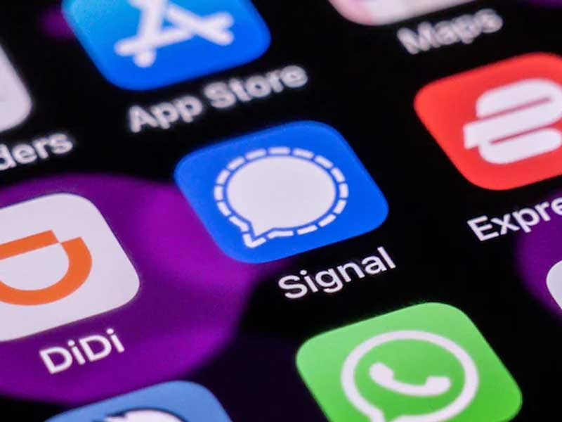 Signal: Messaging app stops working in China amid fears of government ban