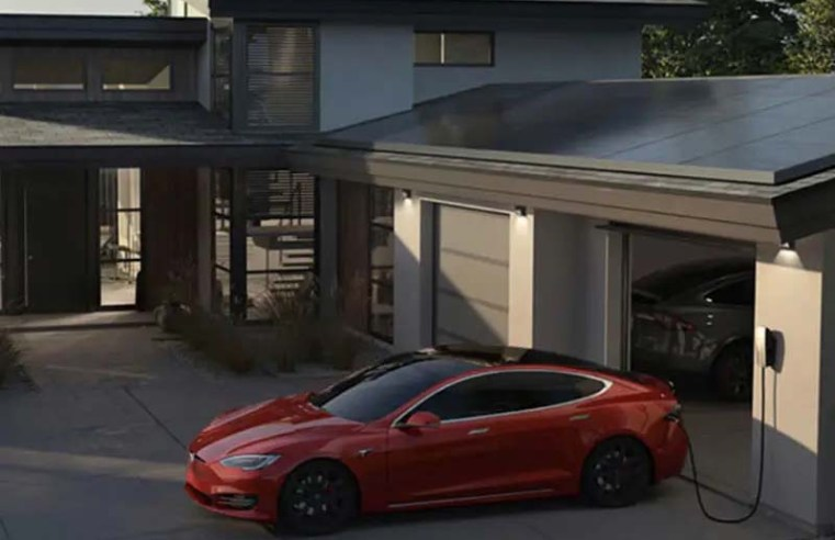 Watch Elon Musk's high-speed start to Tesla's Model S Plaid delivery event