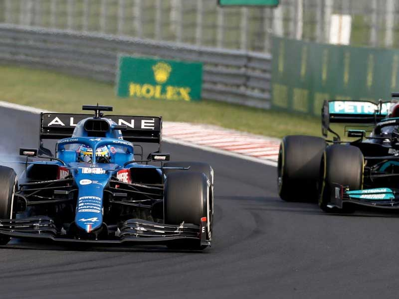 Alonso says Hamilton 'always complains' after Hungary battle