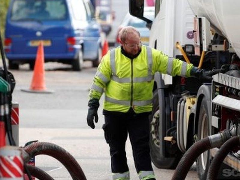 Don't say 'panic' amid fuel crisis, Cabinet Office warns councils