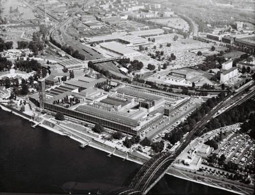 Um 1960 - Luftaufnahme des Kölner Messegeländes und der Sporthalle, Copyrights © Koelnmesse GmbH.
