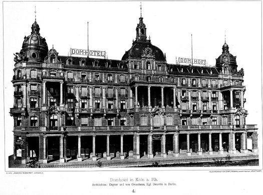 Das Domhotel vor dem Krieg - mit den Kuppeln und Türmchen