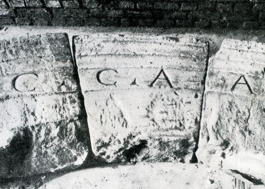 CCAA - Inschrift auf dem römischen Nordtor der Colonia Claudia Ara Agrippinensium