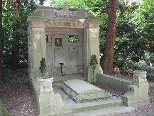 """Die Grabstätte Hummerich - einst ein echtes """"Millionen-Grab"""", Bild: A.Savin, CC BY-SA 3.0"""