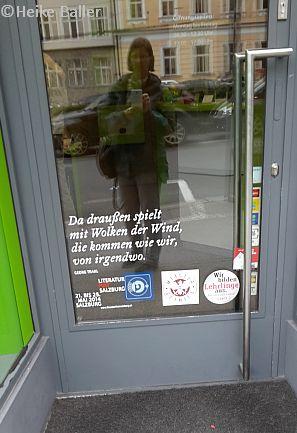 Tür mit einem Text von Georg Trakl