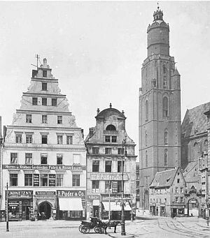Leonie Biallas und ihre Familie stammten aus Breslau - hier die St. Elisabethkirche (http://commons.wikimedia.org/wiki/Wroc%C5%82aw?uselang=de#/media/File:Wroclaw_swElzbieta_Rynek.jpg)
