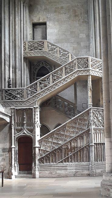 Kathedrale Rouen Treppe zur Bibliothek