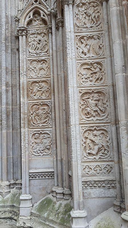 Kathedrale Rouen Cour des Libraires. Steinmedaillons