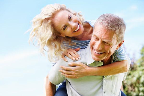 Körpersprache partnersuche Signale der Körpersprache: 7 Zeichen der Liebe, eDarling
