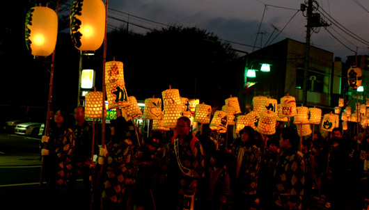 古河提灯竿もみまつりパレードの様子