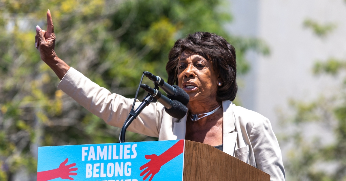 US House Financial Services Chair Waters Recommends Joe Biden Rescind OCC Crypto Guidance