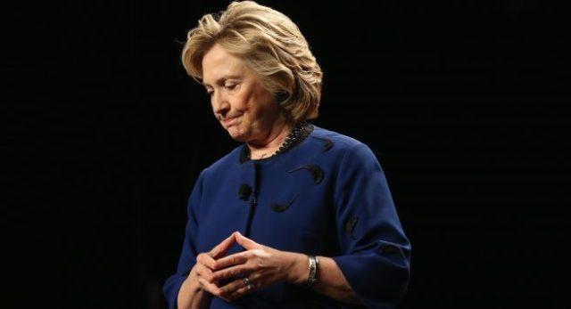 Pas humbjes, ja ku relaksohet Clinton (FOTO)