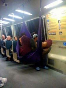 lungo viaggio in metro foto divertenti, foto comiche, foto pazze